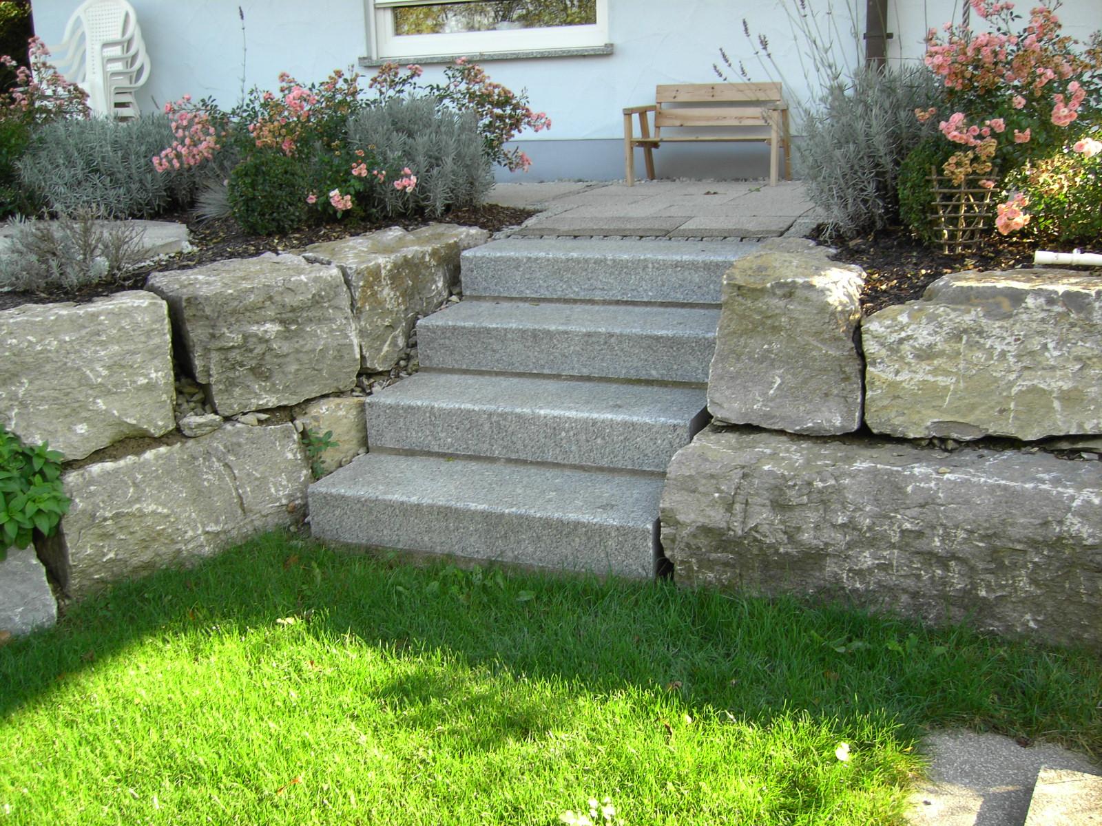 Mauern und treppen for Gartengestaltung treppe